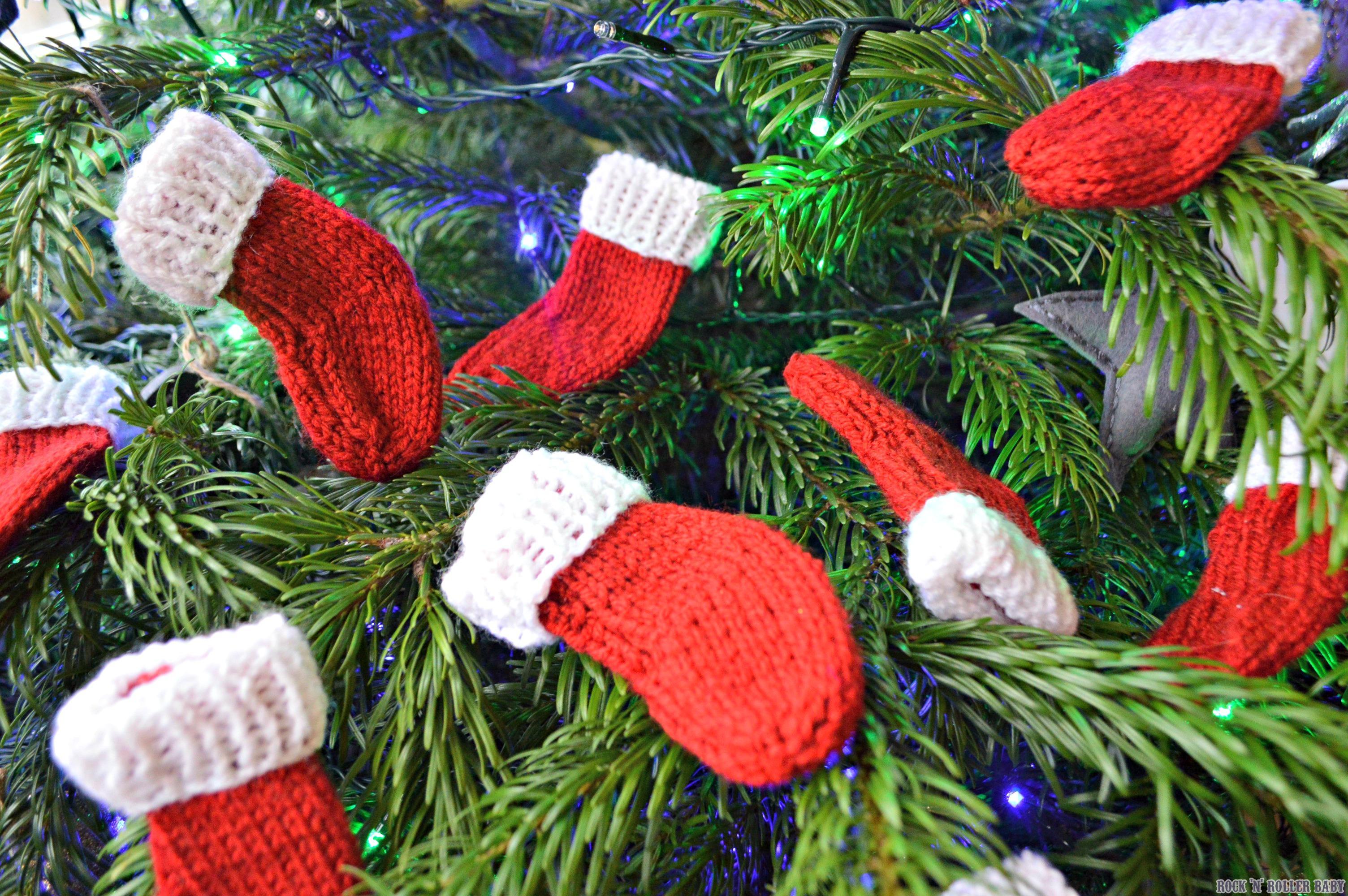 Knitting Christmas Stocking Pattern Free.Mini Christmas Stockings Free Knitting Pattern Rocknrollerbaby